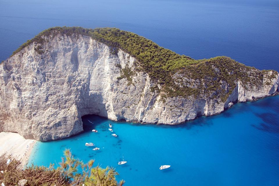 Grecia, tra l'Isola di Zante, Kalamata, l'Isola di Poros, Epidauro, Corinto e Atene.